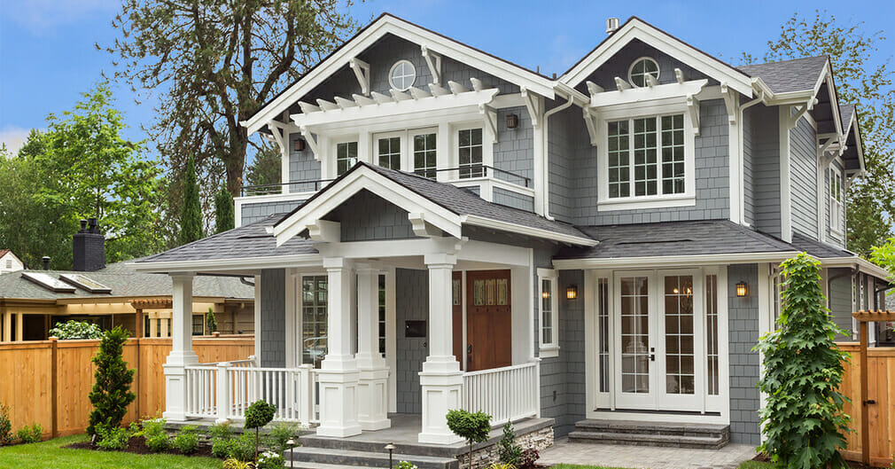 Siding contractors in Nanaimo - working with siding planks, panels, shingles